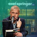 Autor Benjamin von Stuckrad-Barre. Foto: Stefan Schäfer, Lich, Axel Springer SE Montage: Medieninsider